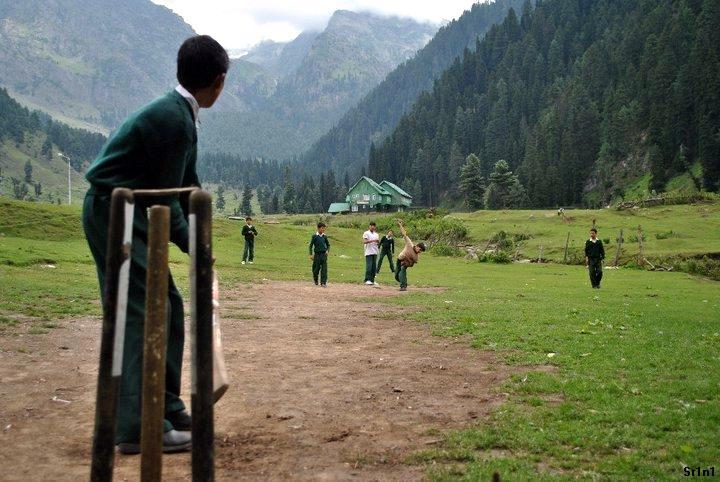 Cricket Spreder Glæde På Asylcentre