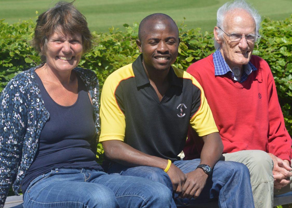 To Skæbner I Hver Sin Verdensdel Mødtes Til Cricket